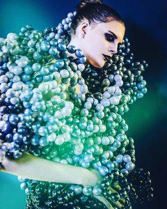 バルーンドレスデザイナー神宮エミ作品ヘアメイクアップ 青 緑
